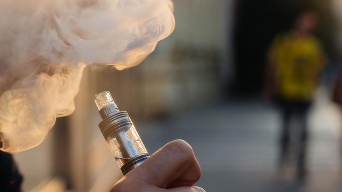 Une étude va évaluer l'efficacité de la cigarette électronique pour arrêter de fumer